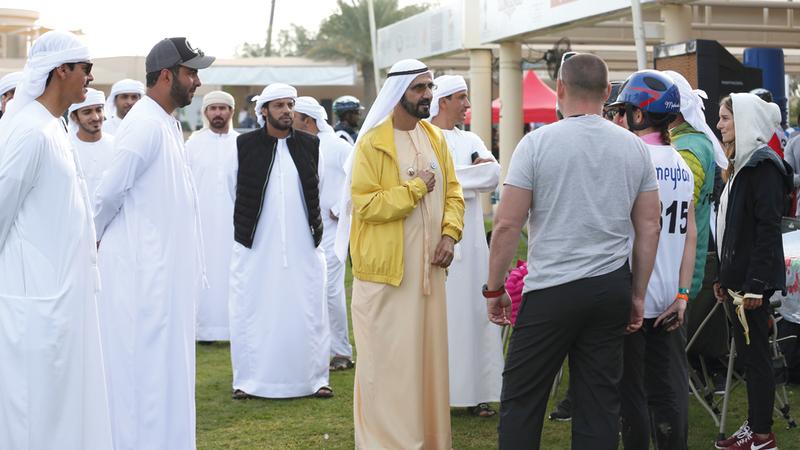 محمد بن راشد خلال حضوره سباق الإسطبلات الخاصة.  الإمارات اليوم