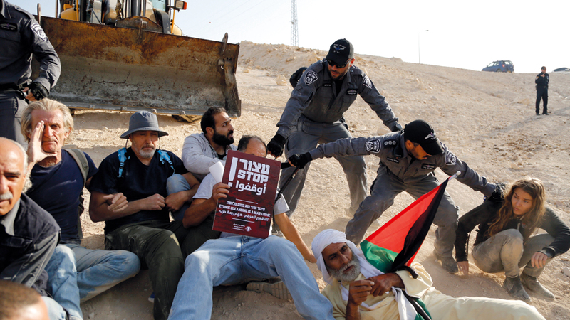 قوات الاحتلال تشتبك مع المعتصمين في الخان الأحمر. أرشيفية