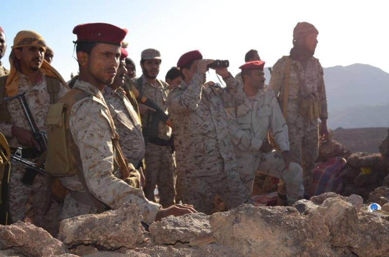 رئيس الأركان اليمني خلال تفقده جبهة صرواح. سبأ نت