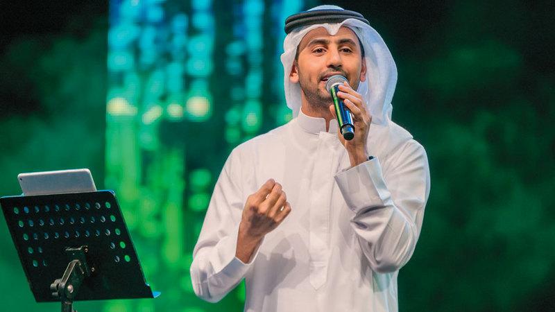 فؤاد عبدالواحد افتتح الحفل بمجموعة من أغانيه. من المصدر