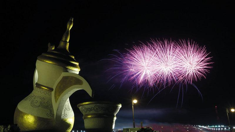 الألعاب النارية أضاءت سماء الظفرة لتختتم فعاليات المهرجان التراثية. من المصدر