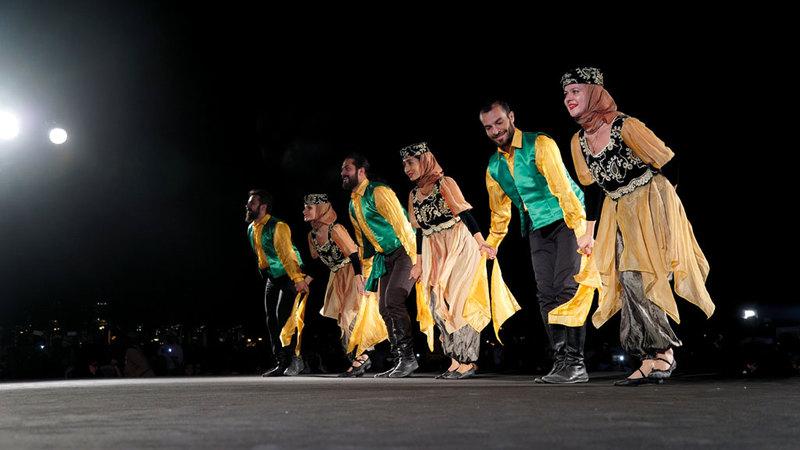المهرجانات تجمع فرقاً من دول عدة حول العالم. من المصدر