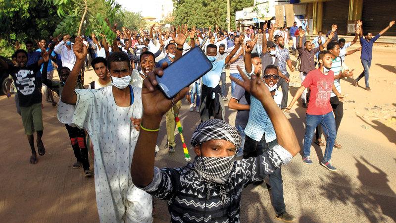 جانب من تظاهرات الاحتجاج السودانية ضد حكومة البشير. رويترز