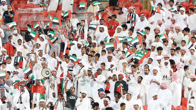 جمهور الإمارات يستعد لدعم المنتخب في كأس آسيا. تصوير: إريك أرازاس