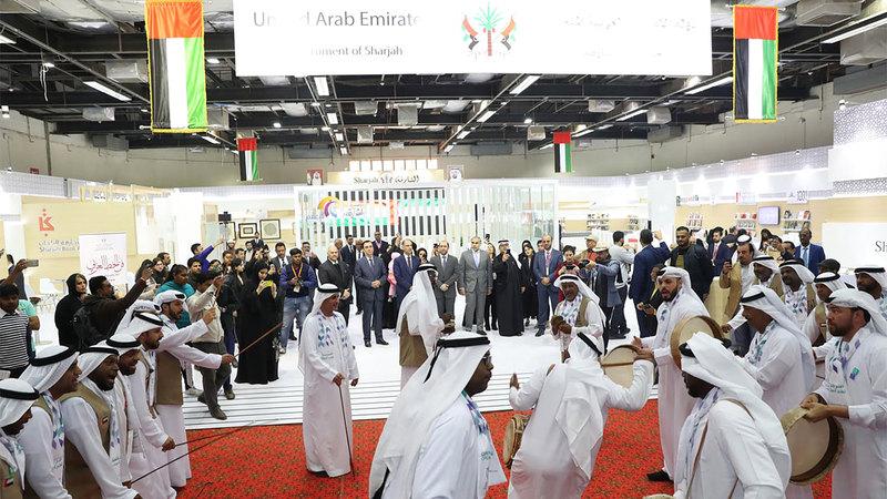 التراث الإماراتي يزيّن أجواء افتتاح المعرض. من المصدر