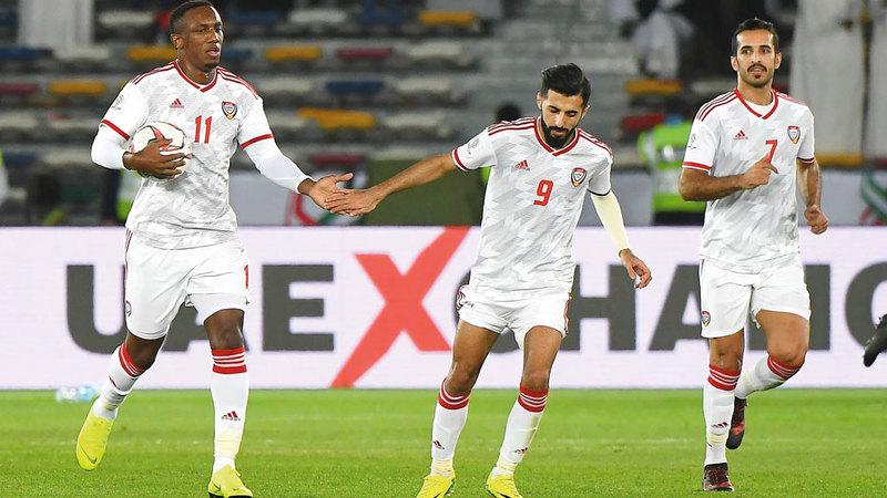 أحمد خليل يحمل الكرة بعد تسجيل هدف التعادل. تصوير: إريك أرازاس