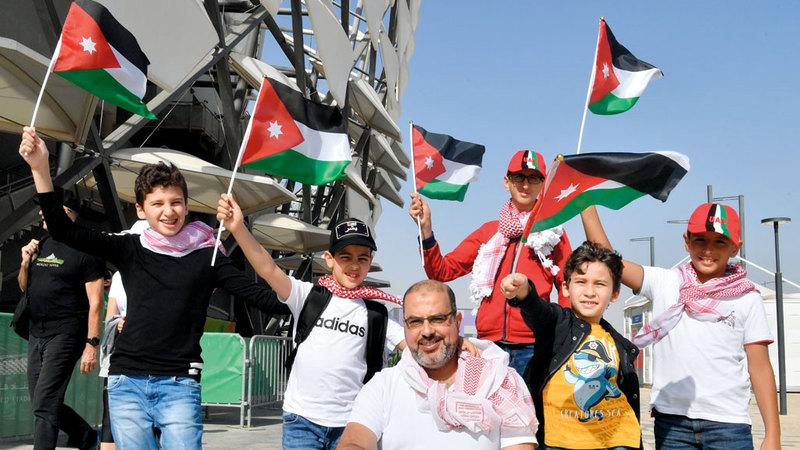 أنصار المنتخب الأردني حضروا بكثافة لمؤازرة «النشامى». تصوير: نجيب محمد