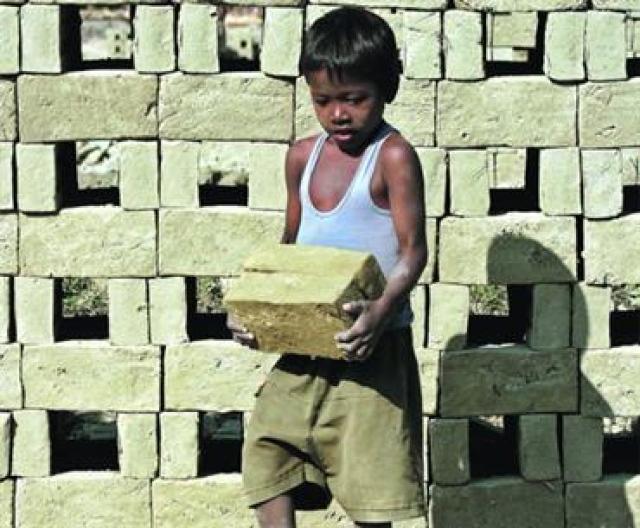 استعباد ملايين الأطفال الهنود نظير ديون آبائهم - سياسة ...