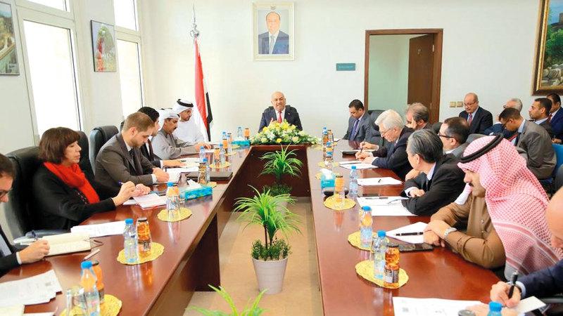 اليماني خلال اجتماعه مع سفراء الدول الراعية للعملية السياسية في اليمن. سبأنت