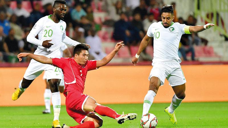 لاعبو السعودية تلاعبوا بالكوريين أمس ودشنوا البطولة بقوة.  تصوير: باتريك كاستيلو