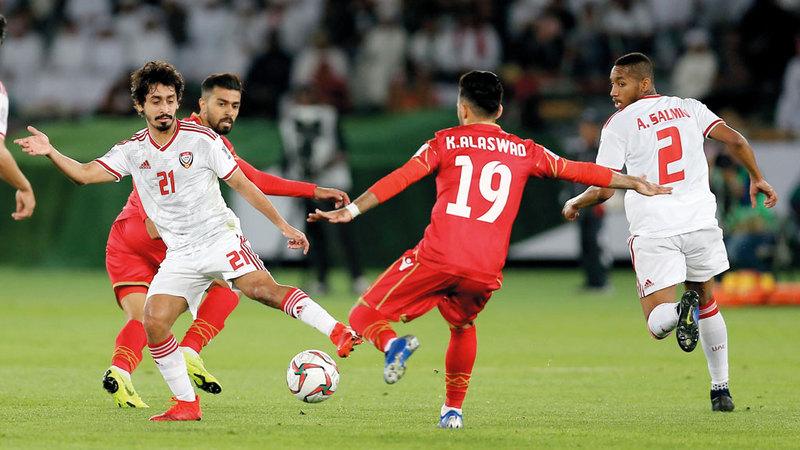 المنتخب تعادل أمام البحرين ويتطلع إلى التعويض في لقاء الهند اليوم. تصوير: نجيب محمد