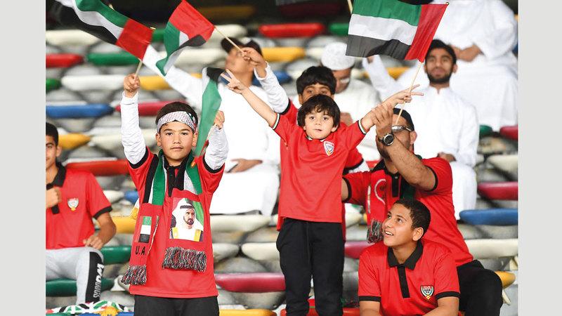 الجمهور وجد بقوة خلف المنتخب في افتتاح كأس آسيا. تصوير: إريك أرازاس