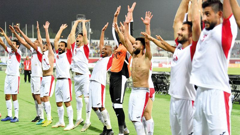 نجوم المنتخب الأردني يحتفلون بالفوز الثمين على سورية. تصوير: نجيب محمد