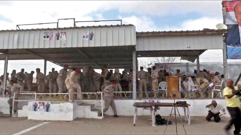 منصة العرض العسكري في قاعدة العند بلحج قبل الهجوم الحوثي. أ.ف.ب