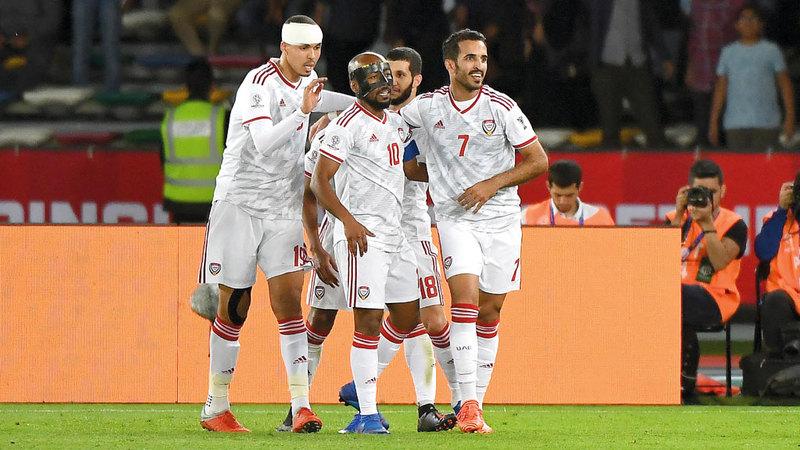 مطر مع الحسن صالح وعلي مبخوت وإسماعيل أحمد خلال المباراة.  تصوير: إريك أرازاس