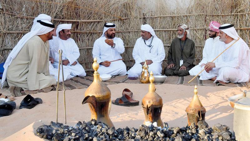 مشاهد الأصالة تزين جنبات المهرجان.  تصوير: نجيب محمد