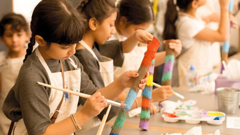 «ميداف» ينظّم ورش عمل لمرتاديه لتعليمهم الرسم وفنوناً أخرى.  من المصدر