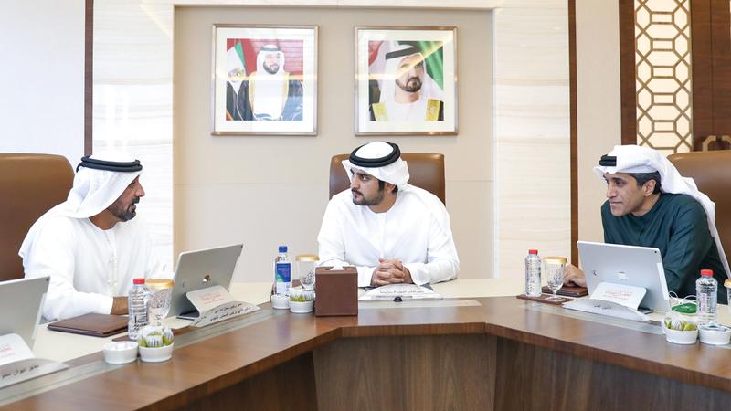 مكتوم بن محمد خلال ترؤسه اجتماع مجلس الشؤون الاستراتيجية التابع للمجلس التنفيذي لإمارة دبي. وام