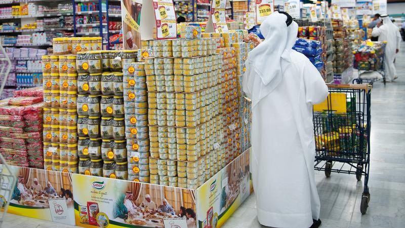 مستهلكون طالبوا بأن تركز السلع المثبتة على المنتجات مرتفعة الأسعار مثل اللحوم والدواجن والأسماك والخضراوات.  تصوير: مصطفى قاسمي