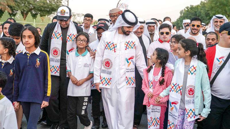 منصور بن محمد شارك في مبادرة «نمشي معاً». وام