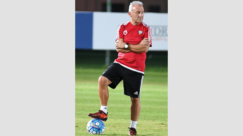 مدرب المنتخب الوطني ألبيرتو زاكيروني. الإمارات اليوم