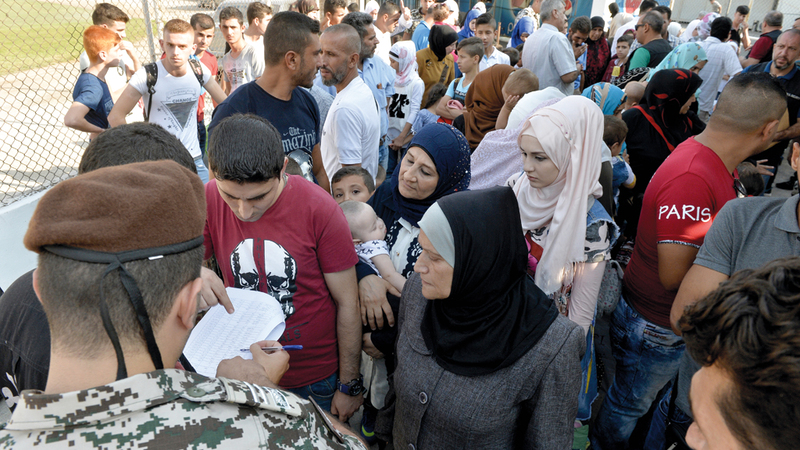 النازحون السوريون في لبنان يعانون ظروفاً معيشية صعبة. إيه.بي.أيه