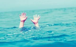الصورة: محاكمة 6 أشخاص في حادث غرق طفل في مسبح مدرسة خاصة