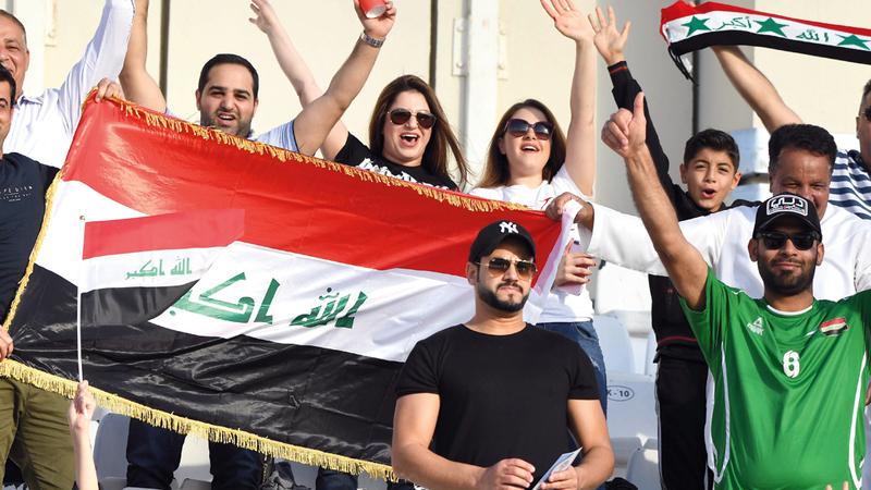 الجمهور العراقي حضر بقوة خلف منتخبه في مباريات الدور الأول.  تصوير: أسامة أبوغانم