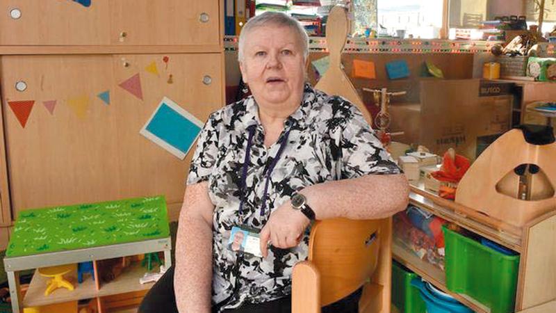 المعلمة ماجي تضع البرامج من أجل مساعدة تلاميذها الفقراء وعائلاتهم.  عن المصدر