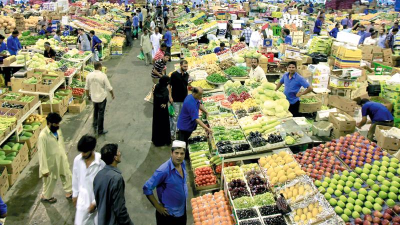 انخفاضات متباينة بأسعار أصناف من الخضراوات في السوق المحلية. تصوير: أسامة أبوغانم