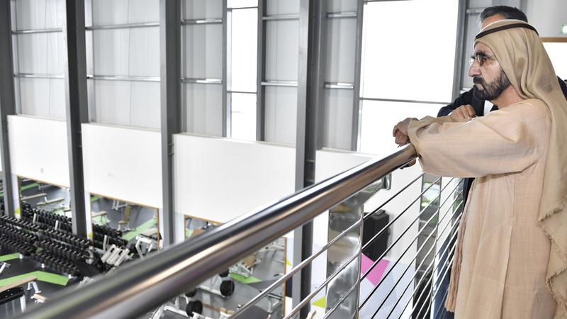 محمد بن راشد أثنى على الجهود المبذولة لإنجاز مشاريع عالمية المستوى تصميماً وإبداعاً وتميزاً.  وام