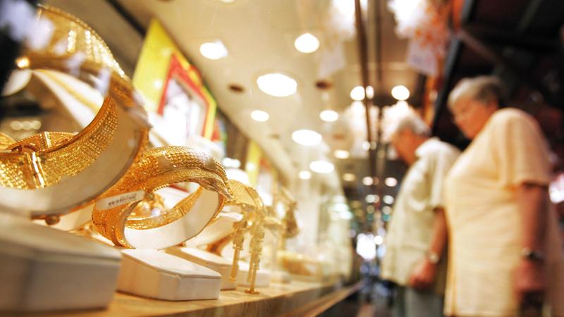 أسعار الذهب واصلت تراجعها ليصل إجمالي التراجع خلال الأسبوعين الماضيين إلى 1.75 درهم. تصوير: باتريك كاستيلو