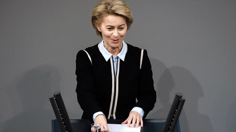 وزيرة الدفاع الألمانية تعتقد أن الروابط بين طرفي الأطلسي خاصة وعاطفية أيضاً. يو.بي.آي