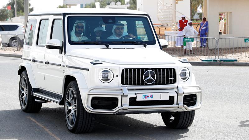 محمد بن راشد خلال حضوره مهرجان ولي عهد دبي للهجن العربية الأصيلة. من المصدر