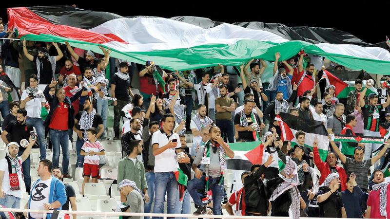 الجمهور الفلسطيني آزر منتخب بلاده على المدرّجات. إي.بي.إيه