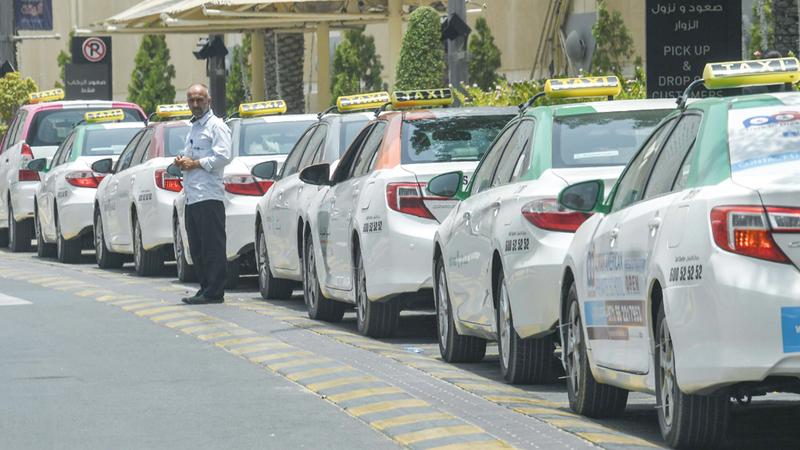 الهيئة تشرف على 4 شركات امتياز للتاكسي تضم كل منها 800 سيارة أجرة. تصوير: أشوك فيرما