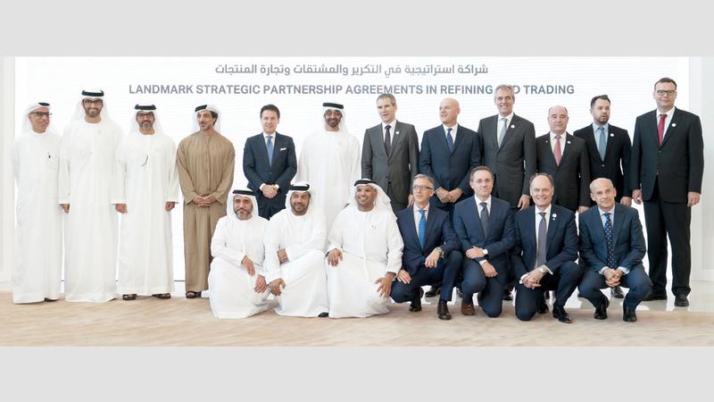 محمد بن زايد ورئيس وزراء إيطاليا ووزير مالية النمسا يشهدون توقيع شراكة استراتيجية بين «أدنوك» و«إيني» و«أو إم في». وام