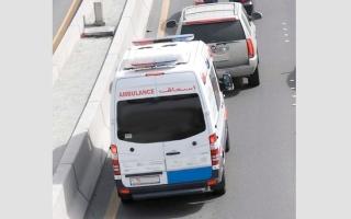 """الصورة: 3 آلاف درهم مع حجز المركبة مخالفة """"عدم إعطاء أفضلية الطريق لمركبات الطوارئ"""""""
