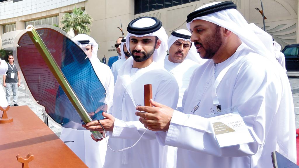 منصور بن محمد وفيصل بن حيدر خلال استعراض المشروع الجديد. تصوير: باتريك كاستيلو