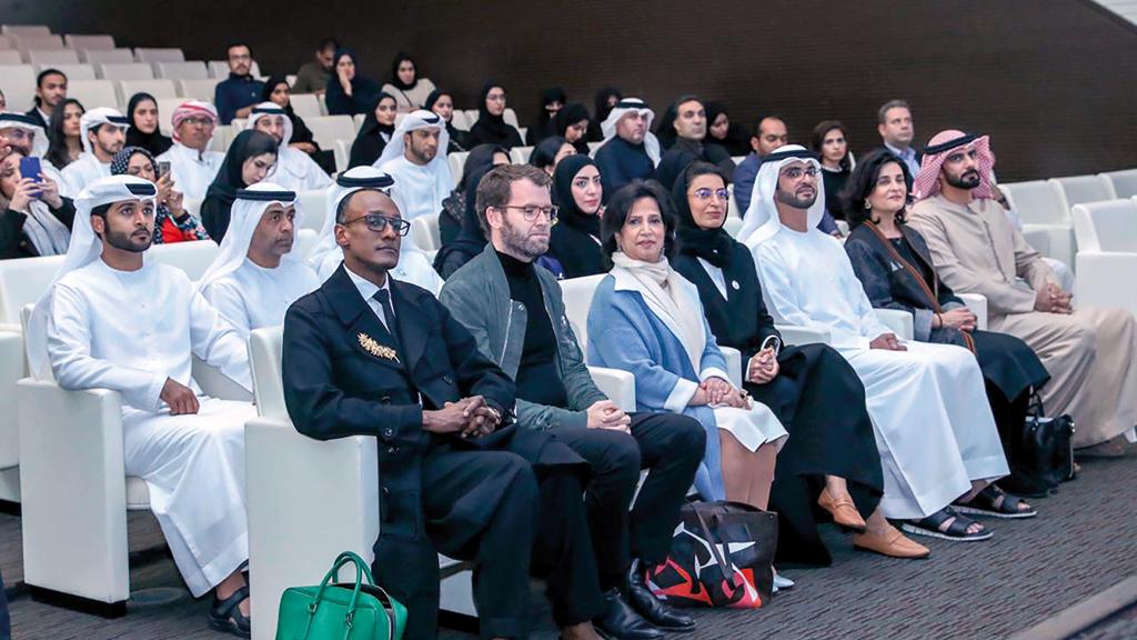 سلطان بن حمدان بن زايد آل نهيان ونورة الكعبي ومي بنت محمد آل خليفة خلال حفل إطلاق المشروع. من المصدر