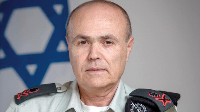 الجنرال كميل أبوركن المسؤول المباشر عن صفحة وإذاعة المنسق العبرية. الإمارات اليوم