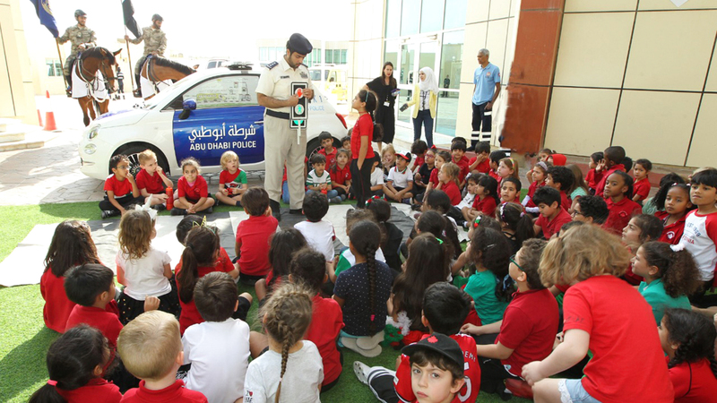 الطلبة اطلعوا على مهام دورية الأطفال. من المصدر
