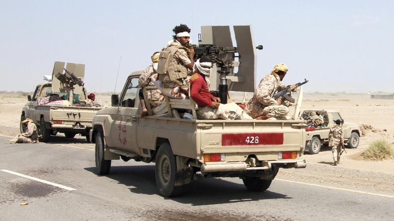 قوة من الجيش اليمني في إحدى المناطق بالمخاء.  أ.ف.ب