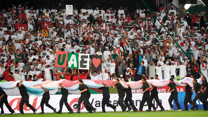 الجماهير الإماراتية زيّنت مدرّجات أمم آسيا. تصوير: نجيب محمد