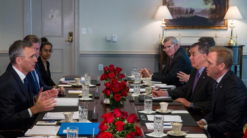 وزير الدفاع الأميركي بالإنابة يتباحث مع الأمين العام لـ «الناتو». أي.بي.أي