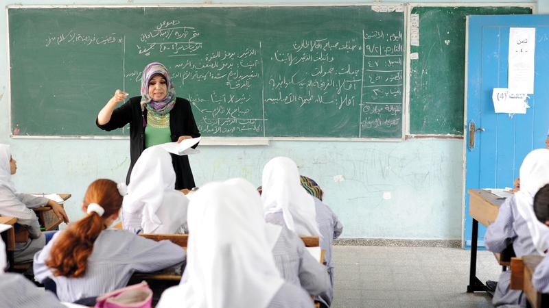 طلبة مدارس «الأونروا» التي تواجه الإغلاق ينتظرهم مصير غامض. الإمارات اليوم