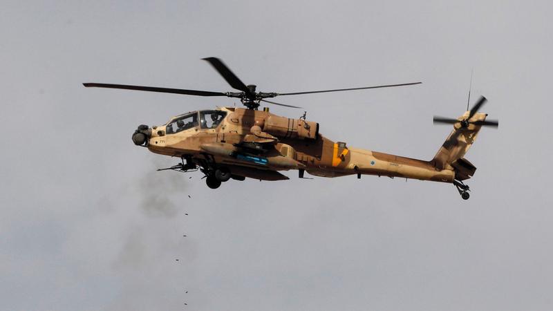 طائرة اباتشي أميركية خلال تدريبات عسكرية، ايي بي ايه