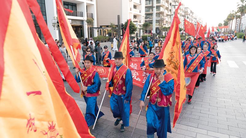 20 ألفاً شاركوا في المسيرة الكرنفالية في «سيتي ووك». من المصدر