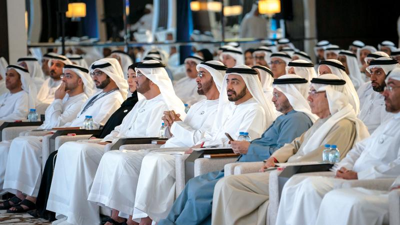 محمد بن زايـد خلال حضوره جانباً من ملتقى سفراء الدولة ورؤساء البعثات.  وام