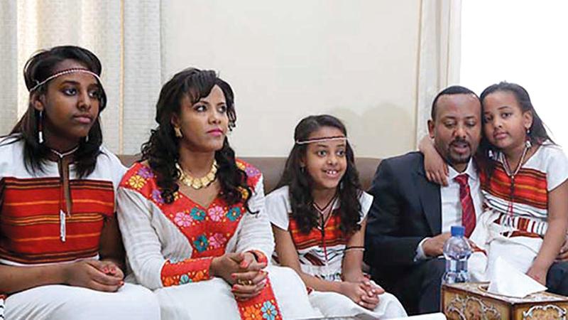 الأسرة الرئاسية مع أطفالها الثلاثة.  من المصدر